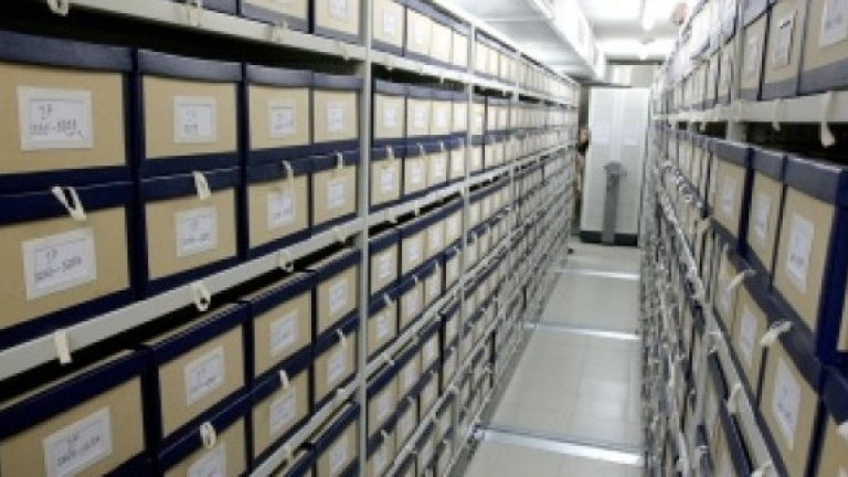 Журналисти и политолози искат независим човек за Комисията по досиетата