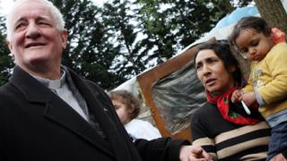 Свещеник моли от Господ инфаркт за Саркози