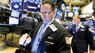 Ако световната икономика отслабва, защо борсовите индекси стигат рекорди?