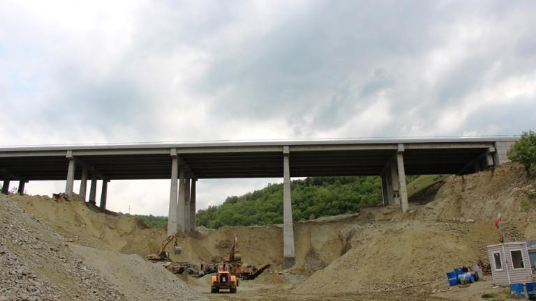 Снимка: Строителна фирма ползва незаконно терен под АМ Струма