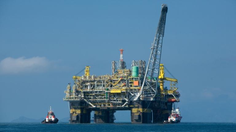 Цената на петрола леко се покачва