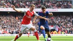 Роб Холдинг подписа нов договор с Арсенал