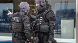 """Застреляха радикализиран ислямист на летище """"Орли"""" в Париж"""