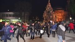 Мнозина посрещат Нова година на открито в различните градове