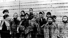 В Аушвиц хиляди си спомнят жертвите на Холокоста