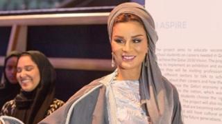 Шейха Моза - различната арабка (СНИМКИ)