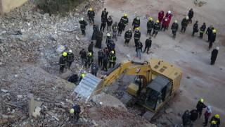 50 загинали и ранени след срутването на сградата в Кайро