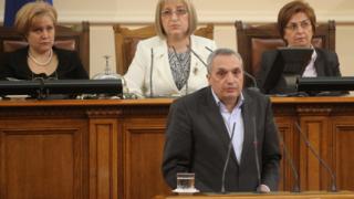 Защо държавата увеличи приходите си за сметка на хората, пита Костов