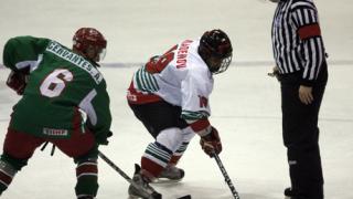 Младите хокеисти започнаха със загуба