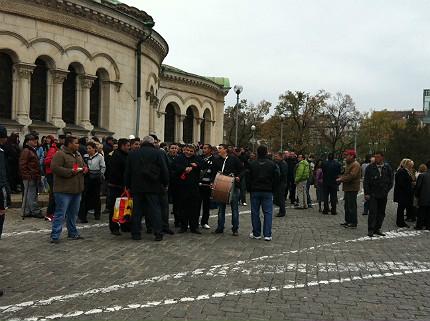 Протест и контрапротест се срещнаха край парламента