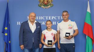 Министър Кралев награди Светла Згурова за спечелената титла от Световното първенство по модерен петобой