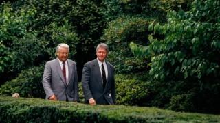 Елцин към Клинтън: Путин е демократ, комунистите искат Крим
