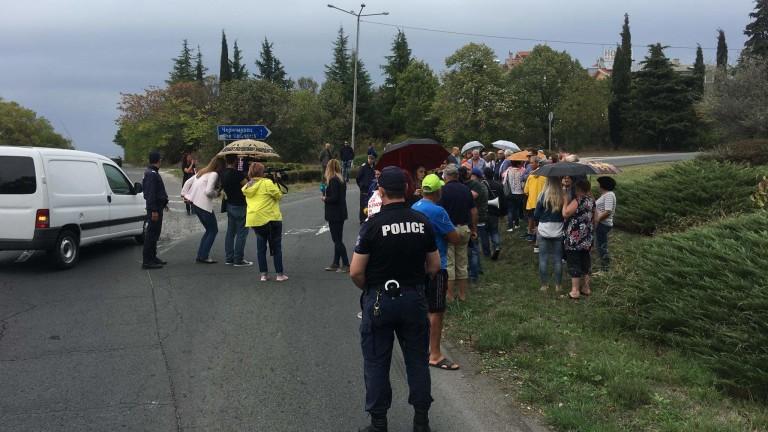 Жители на Черноморец излязоха на протест с искане земите им