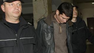 Младосткият подпалвач с постоянен арест за буйстване, чупене и заплахи
