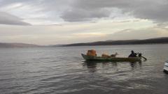 Предизборно Дончева вози с лодка вълк, овца и сено по язовир Искър