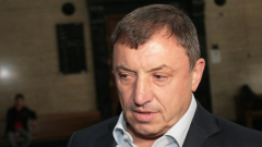 Алексей Петров в съда заради Курдов