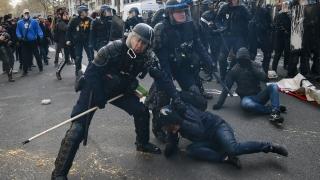 Французите пак блокират пътища и парализират транспорта в протест срещу трудовите реформи