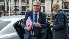 Удар по Макрон – комисарят за пенсиите подаде оставка