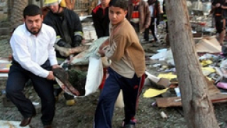 Най-малко осем човека загинаха след атака в джамия в Багдад