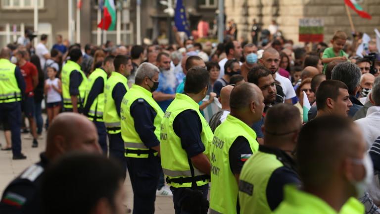 Протестиращи срещу властта се събират за седми пореден ден пред