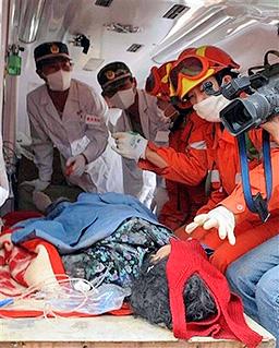 Кални свлачища затрупаха 200 спасители в Китай