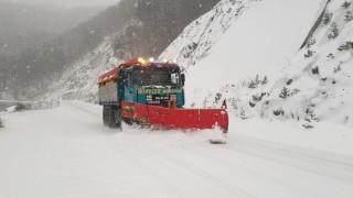Блокиран е пътят до село Лилково заради обилен снеговалеж