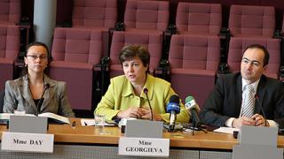 Кабинетът изостава с икономическите реформи, намекна еврокомисарят ни