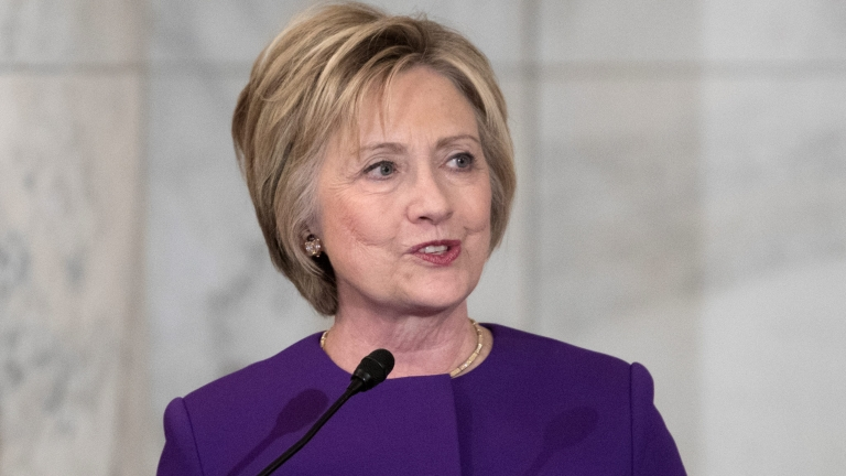 Путин има връзка със загубата ми, убедена Клинтън