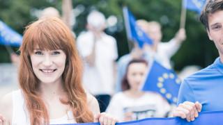 Жените в ЕС са с 5% повече от мъжете