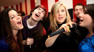 Караоке баровете влияят добре на здравето ни