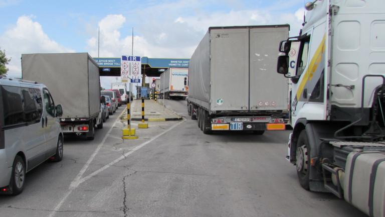 """Втори ден километрична опашка на """"Дунав мост"""" 2"""