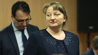 Няма заплаха за бюджета на НОИ заради болничните за коронавирус, уверява Сачева