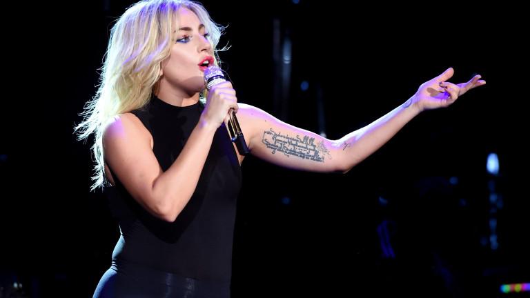 """Лейди Гага пусна клип с """"Кавал свири на поляна"""""""