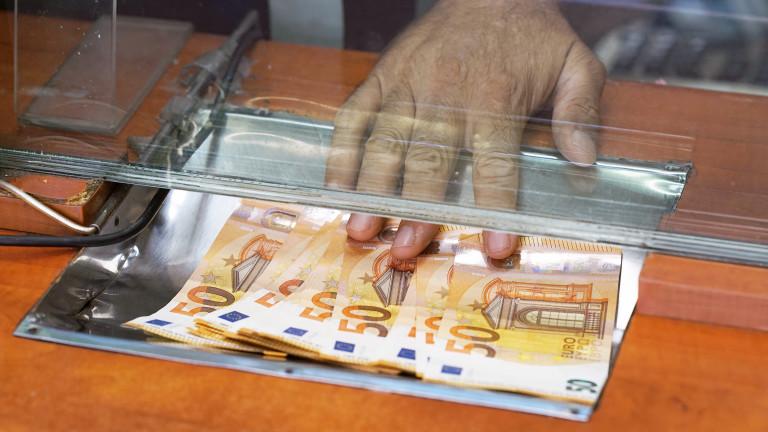 Дезинфекцират касите на данъчните служби в София с UV лампи