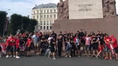 Феновете на ЦСКА организираха шествие в Рига преди мача