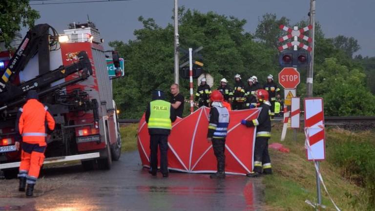 Пет души загинахав катастрофа на жп прелез в Полша, съобщиха