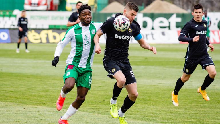 Наказаха десет футболисти след кръга в efbet Лига