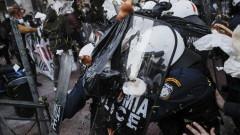 Десетки задържани при сблъсъци с полицията в Гърция