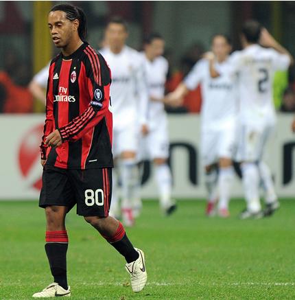 Роналдиньо напуска Европа