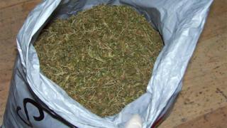 Хероин, валута и наркотици иззеха полицаи във Видин