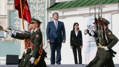 Изключително трудно ще си върнем Крим и Донбас, призна Порошенко
