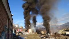 Силен пожар зад болницата в Благоевград