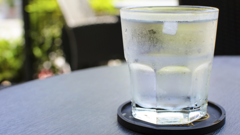 32% от българките пият под 1 л. вода по време на работа и ги боли глава