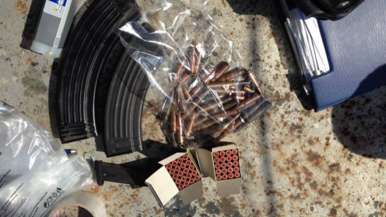 Задържаха мъж за незаконен боен арсенал и дрога в Пазарджишко