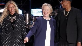 Хилари Клинтън изиграла ключова роля за свалянето на Кадафи от власт, разкри Асандж