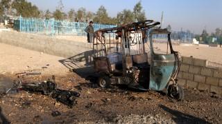 Десетки загинали и ранени при взривяване на атентатор на погребение в Афганистан