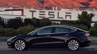 Tesla се връща към нормалното и се готви да работи на пълни обороти