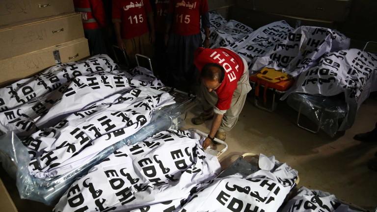 Снимка: Сблъсък между автобус и цистерна взе 27 жертви в Пакистан