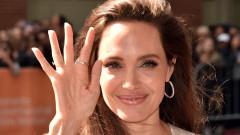 Анджелина Джоли заведе децата си на премиера