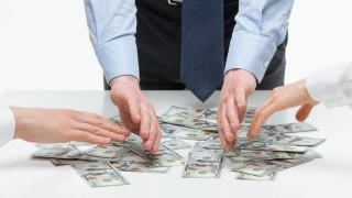"""""""Големите шефове"""" получават за 3 дни годишната заплата на обикновен работник"""